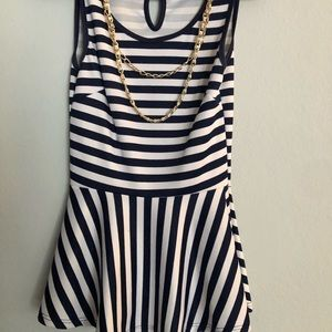 Striped plum top in navy/white size small